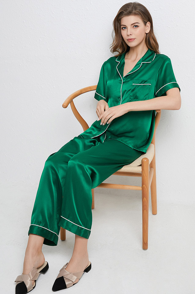 16 Momme women short sleeve satin silk pajamas set green